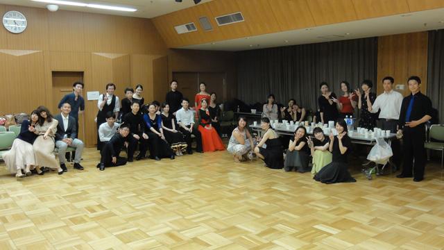 若者社交ダンスパーティー