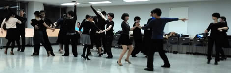 社交ダンス自由練習会風景