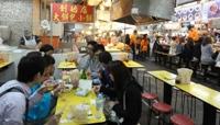 2013年4月台湾台北最大のナイトマーケット士林の地下食堂街にてにて