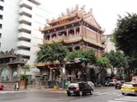 2013年4月台湾台北林森のホテルの前の風景