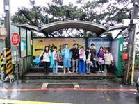 2013年4月台湾「九ふん」の坂の下のバス停